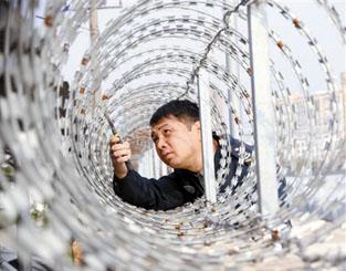 南宁:男子身家百万 却做辅警13年月薪仅千元(图)