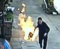 中国好邻居拖着火煤气罐狂奔:要牺牲就我一个人飞上天