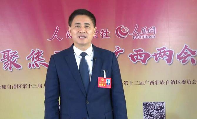 广西壮族自治区贵港市委书记李新元向网友拜年