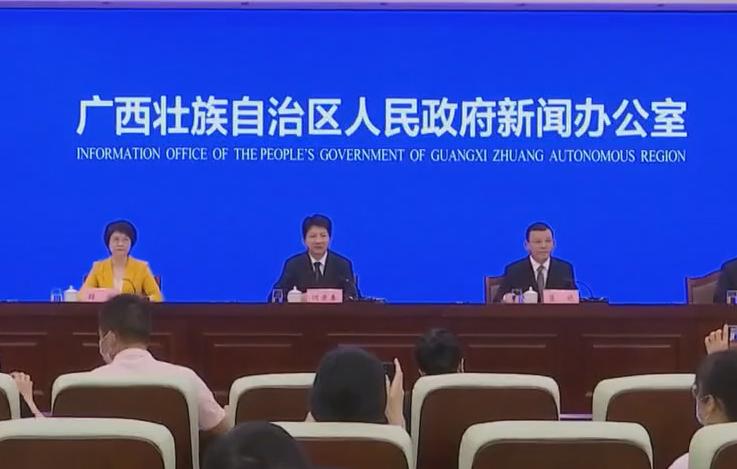 广西加快推进贵港战略性新兴产业城建设新闻发布会在南宁举行  何录春蓝晓出席并回答记者提问