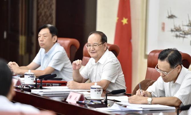 自治区党委举行理论学习中心组2019年第六次专题学习会