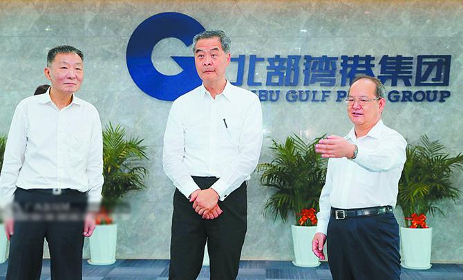 全国政协副主席梁振英在桂考察 鹿心社 蓝天立陪同
