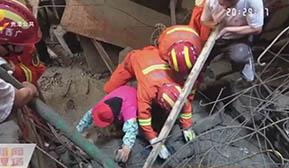 工地吊机滑落 工人坠楼被埋压