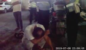 一男子醉驾被查 当街痛哭