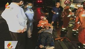 货车追尾司机被困  消防成功救援